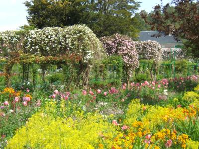 giverny garden in spring